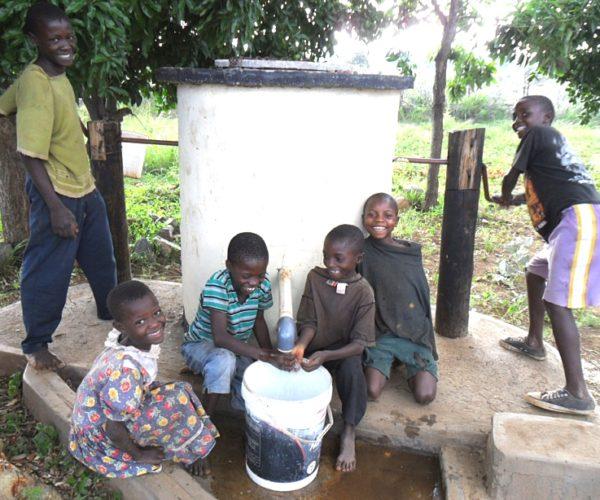 Children in shade using an Elephant Pump (002)